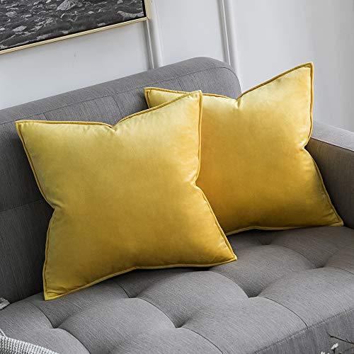 2 cojines amarillos para sofá gris