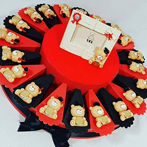 Torta bomboniera con fette + oggetti + confetti rossi - gli oggetti sono orsetti portachiavi/magneti confezioni varie a seconda della scelta selezionata (torta 20 fette magnete 1 piano a)
