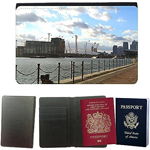 Couverture de passeport // M00170440 O2 Arena de Londres Excel Docklands // Universal passport leather