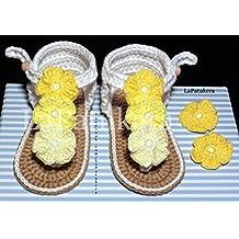 Patucos Sandalias modelo Hawai triflor para bebé de crochet, de color blanca y degradado de