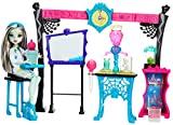 Mattel DNX37 - Science Class Colour Change Playset with Frankie Stein Deluxe Fashion Doll - Monster High Toy