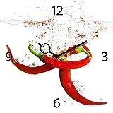 Wanduhr aus Glas für die Küche, Splashing Chili Pepper, Pepperoni im Wasser, 30x30 cm von Eurographics