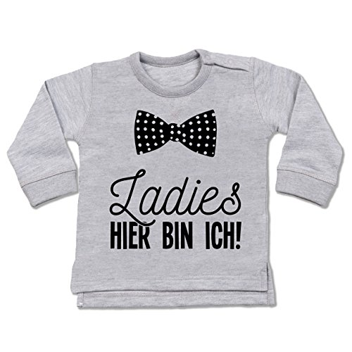Shirtracer Sprüche Baby - Ladies Hier Bin ich Fliege - 18-24 Monate - Grau meliert - BZ31 - Baby Pullover