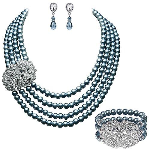 ArtiDeco Braut Schmuck Accessoires Set Vier Schichten Imitation Perlen Kette Retro Damen Halskette mit Kristall Blume Brosche Perlen Armband und Perlen Ohrringe (Grau) (Schicht Ohrringe Kette)