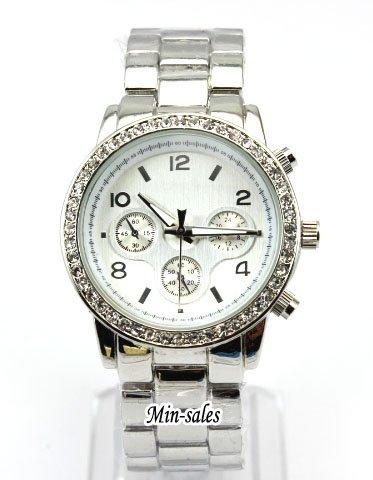 AccessoriesBySej - Designer Style Diamant Strass Ladies Damen Runde Armbanduhr Armband und weiseuhr Uhr Silber Silberne. Präsentiert in einer kostenlosen Luxus-Geschenk-Beutel AccessoriesBySej TM. 8 Variations Versionen erhältlich von 2 Modelle. Top-Qualität. CHRONOGRAPHEN LOOK