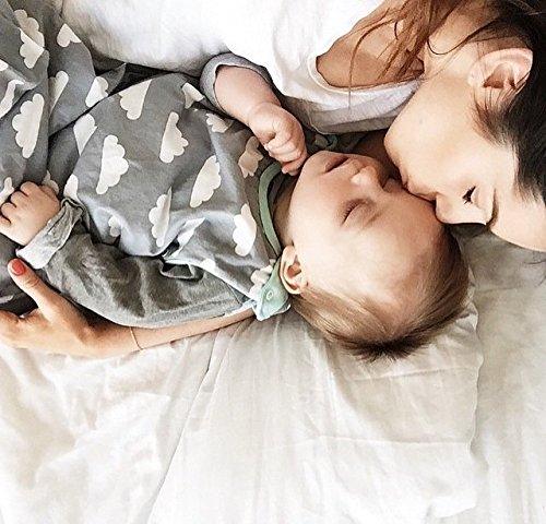 51Tc%2BtDvS3L - Saco de dormir para bebés de 6 a 18 meses, de la marca Babasac. Diseño de nubes, color gris y turquesa