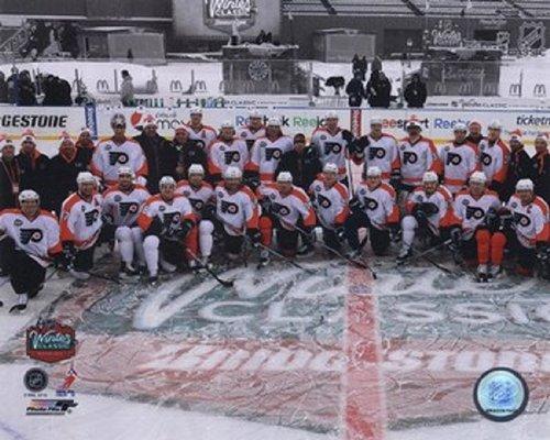 Winter Classic Foto (The Poster Corp Die Philadelphia Flyers Mannschaft Foto 2010 NHL Winter Classic Photo Print (25,40 x 20,32 cm))