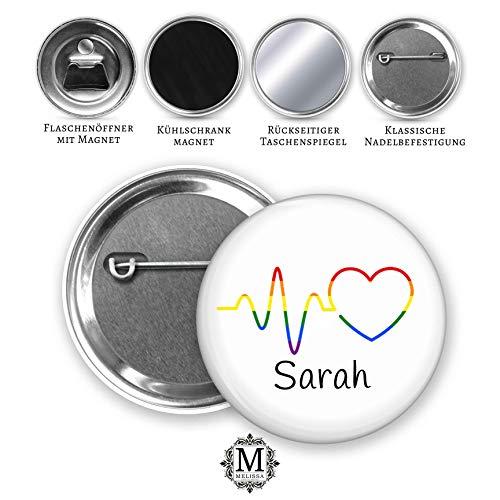 MeLifestyle Button 59mm personalisiert CSD Regenbogen-Pin Rainbow Anstecknadel Gay Pride Diversity Abzeichen mit Wunschname (Mit Abzeichen)