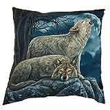 Kissen mit dem Motiv eines liegenden Wolfes und eines heulenden Wolfes vor dem Mond, gefülltes Dekokissen, Wölfe
