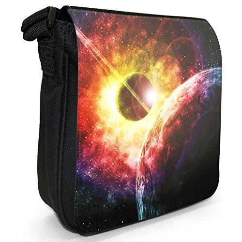 Erforschung des Weltraums Kleine Schultertasche aus schwarzem Canvas Bunte Sonnenexplosion