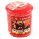 yankee candle 1275319E Candele Christmas Memories, Cera, Rosso, 4.5 x 4.5 x 5.3 cm