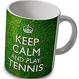 verytea Keep Calm and Play Tennis-Tasse-grasbewachsenem Hintergrund