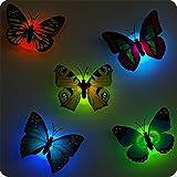 4 pcs cute beautiful kreative Bunt Schmetterling LED Nachtlicht mit Saugnapf Wandleuchten romantische mehrfarbigen Nachtlicht kleine Nightlight Baby Toy Geschenk Kinder Schlafzimmer Nachttischlampen Festival Party Dekoration (Flackern)