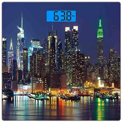 Präzisions-Digital-Körpergewichtswaage York Ultradünne Personenwaage aus gehärtetem Glas Genaue Gewichtsmessungen, NYC Midtown Skyline in abendlichen Wolkenkratzern Erstaunliches Foto von Metropolis C
