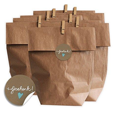 Eine der Guten Geschenktüten Set – Geschenk – mit blauem Herz, SET für Plätzchen, Kekse und Geschenke mit 24 Tüten, Miniklammern und Geschenk-Aufklebern, MATTE Papieraufkleber