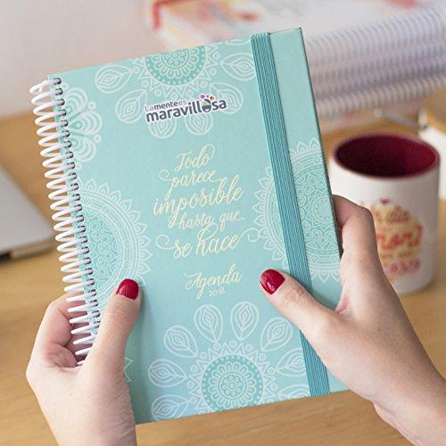 La Mente es Maravillosa | Agenda ANUAL 2018 semana vista | Diseño con mandalas, y frases motivacionales | Espiral de gran calidad y tapa dura | Organizador y planificador personal | Con pegatinas divertidas | Con papel grueso | Perfecto para anotar las ideas, pensamientos, tareas o información que te importa | Celeste
