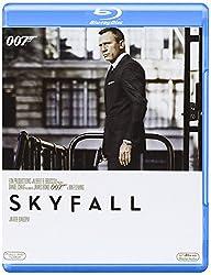 La lealta' di Bond verso M e' messa a dura prova quando il passato della donna torna a perseguitarla. E mentre l'M6 e' sotto attacco, 007 deve scovare e distruggere la minaccia a tutti i costi, anche personali