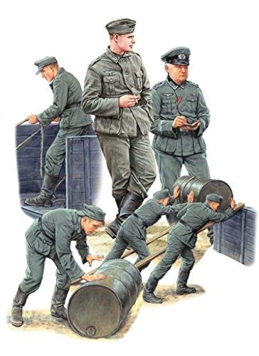 MiniArt 35256 Germans Soldiers w/Fuel Drums. Special Edition Figuren, verschieden