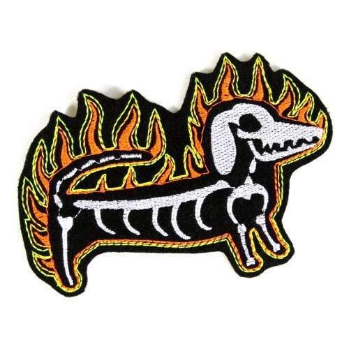Skelett Bügelbild Dackel mit Flammen Flicken 9 x 13 cm Aufnäher Hund Patch Feuer Aufbügler Halloween Kostüm Aufnäher zum aufbügeln für Fasching Karneval