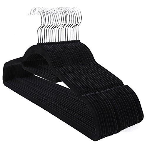 (SONGMICS Kleiderbügel, 20 Stück, je 0,6 cm dick, Anzugbügel mit Rutschfester Oberfläche, Samt, mit Zwei Einkerbungen, um 360° drehbarer Haken, dünn und platzsparend, schwarz CRF20B)
