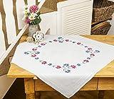 Kamaca Stickpackung Blumen - Kranz Stickdecke 80 cm x 80 cm Stielstich Plattstich Nadelmalerei vorgezeichnet aus 100% Baumwolle zum Selbersticken