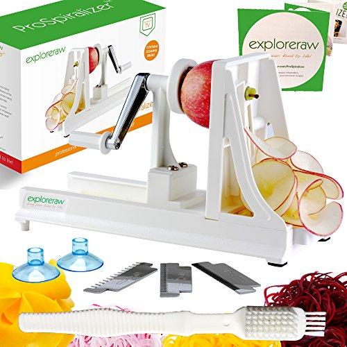 Spiralizer Professional 4-flügelig prospiralizer für die Home Küche. Limited Edition by Stephanie Jeffs Autor von Spiralize. AS SEEN ON TV. BPA-frei. Einfach und sicher zu bedienen, machen Professionelle Raw Lebensmittel, Low Carb, glutenfrei, Obst und Gemüse Spaghetti Pasta und Nudeln zu Hause. Mit Saugnapf Füße, Sicherheit Stopper, frei Rezepte und einen kostenlosen Reinigungsbürste Worth £ 5.99