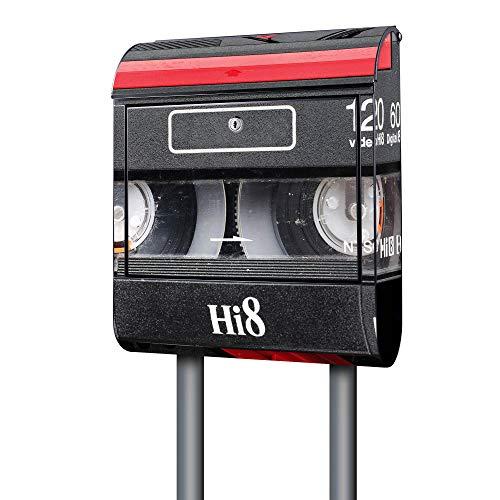 BANJADO Design Briefkasten schwarz | 38x47x13cm groß mit Zeitungsfach | Stahl pulverbeschichtet | Wandbriefkasten mit Motiv Video Kassette | mit silbernem Standfuß