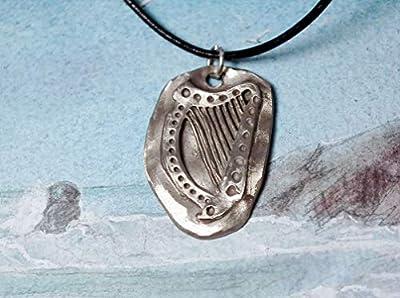 Pendentif harpe celtique en bronze couleur argent, Sur lien de cuir noir, cuivre ou bronze couleur argent possibles