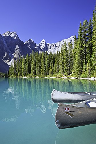 Ken Gillespie/Design Pics - Canoes In Moraine Lake and Valley of The Ten Peaks Banff National Park Alberta Photo Print (55,88 x 86,36 cm) -