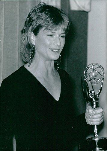 Vintage photo of us film Actress, Holly Hunter con il Emmy Award ha vinto per il suo ruolo nella serie TV Drama Roe V Wade, 1989. - 1989 Serie