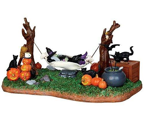 Lemax - Witches R&R - Animierte Hängeschaukel mit Hexe - Batteriebetrieben - Zubehör - Halloween Village - Spooky Town - Dorf