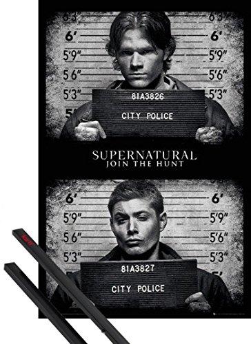 Poster + Sospensione : Supernatural Poster Stampa (91x61 cm) Fotos Segnaletiche E Coppia Di Barre Porta Poster Nere 1art1®