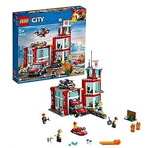 LEGO CityFire CasermadeiPompieri, Set di Costruzioni con Fuoristrada Giocattolo, Scooter Acquatico, Drone e 3 Minifigure di Vigili del Fuoco più un Mattoncino Luminoso e Sonoro, 60215  LEGO