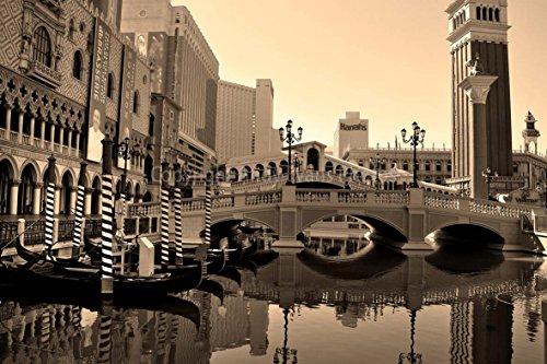 Eine 45,7x 30,5cm Fotografieren Hochwertiger Fotodruck der Gondel 's in Front der venezianischen Hotel in Las Vegas Nevada Nevada Vereinigten Staaten von Amerika Landschaft Foto schwarz und weiß Bild Fine Art Print. Fotografie von Andy Evans Fotos