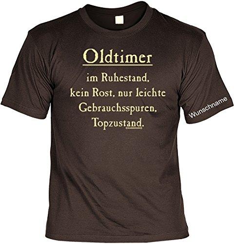 T-Shirt mit Wunschname - Oldtimer im Ruhestand - Lustiges Sprüche Shirt als Geschenk für Rentner mit Humor - NEU mit persönlichem Namen