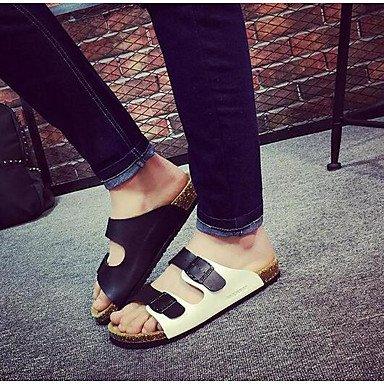 Slippers & amp da uomo;Comfort PU Primavera casuale Tallone piano Bianco Nero Blu, sandali Pool sandali Black