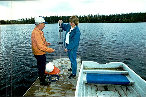 vintage-photo-of-after-four-years-of-selenium-treatment-it-goes-again-to-eat-fish-from-the-lake-in-g