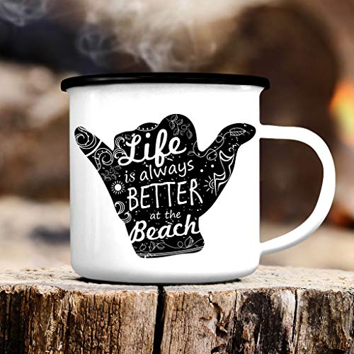 Wandtattoo-Loft Campingbecher - Life is Better at The Beach – Handzeichen Surfen Emailletasse/schwarzer Tassenrand