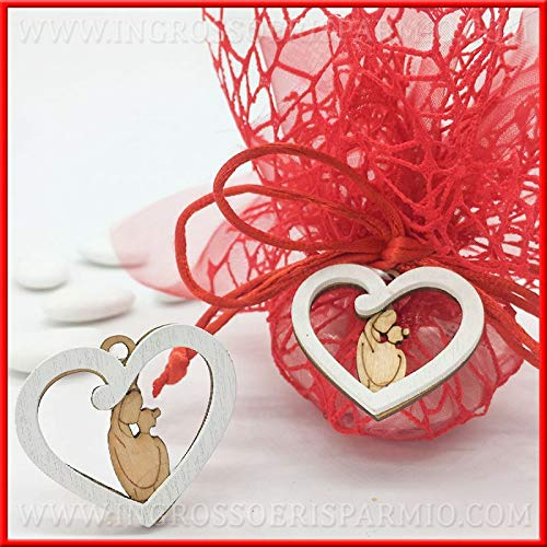 Ingrosso e risparmio 12 ciondoli in legno a forma di cuore bianco con coppia di innamorati per decorare bomboniere nozze promesse anniversario (con confezione bianca)