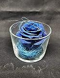 Almaflor Rosa eterna Azul. Rosa preservada Azul en Cristal, sobre Base de Hojas de Rosas eternas y sisal. Gratis TU ENVÍO. Hecho en España.