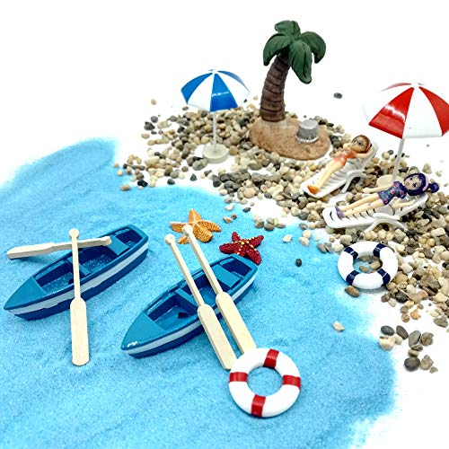 EMiEN 18-teiliges Miniatur-Ornament-Set bestehend aus blauem Sand, süßen Mädchen, Strandstühlen, Booten, Rudern, Strandschirmen, einer Kokospalme, eine märchenhafte Gartendekoration für Puppenhäuser