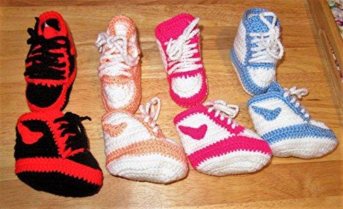 Babyschuhe / Babysocken / Söckchen / Chucks / Baby / Sohlenlänge ca. 8 - 9 cm / verschiedenen Farben / selbst gehäkelt / hand gemacht / Baby / Kinder / Schuh / Socken /Kleinkind / Schuhe / Stiefel / Hausschuhe
