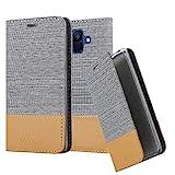 Cadorabo Hülle für Samsung Galaxy A6 2018 (8) - Hülle in HELL GRAU BRAUN – Handyhülle mit Standfunktion & Kartenfach im Stoff Design - Case Cover Schutzhülle Etui Tasche Book