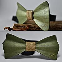 Pajarita de madera teñida de verde