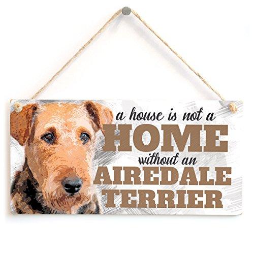 """Schild mit englischsprachiger Aufschrift """"A House Is Not A Home Without An Airedale Terrier"""""""