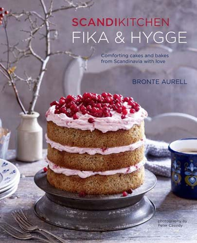 ScandiKitchen: Fika and Hygge: Comforting cakes and bakes from Scandinavia with love por Bronte Aurell