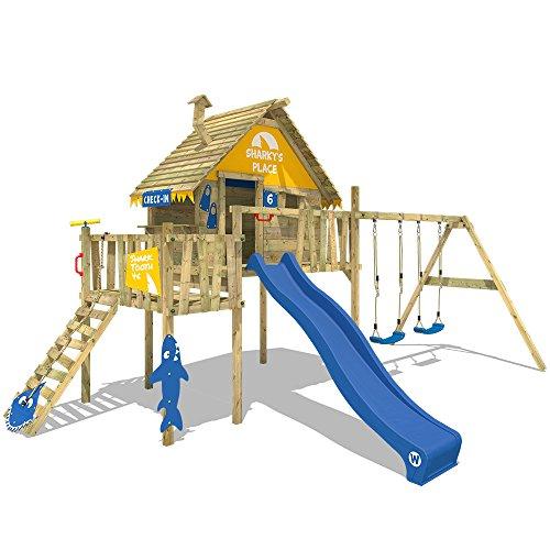 WICKEY Casa sobre pilotes Smart Resort Torre de juegos Torre de escalada con columpio techo de madera escalera inclinada, tobogán azul + lona amarillo-azul