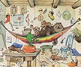 Bild mit Rahmen Janosch - Bären Familie - Aluminium platin matt, 58 x 48cm - Premiumqualität - Turbo-Versand - Modern, Kinderwelten, Illustration, Zeichnung, Bär, Frosch, Hängematte, Wäsche, Chaos - MADE IN GERMANY - ART-GALERIE-SHOPde
