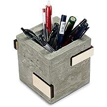 Microstudio–Stiftehalter aus Beton, Holz und Kork. Die Auslegung von Microstudio des Schreibtischset.