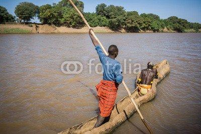 alu-dibond-bild-110-x-70-cm-men-cross-the-omo-river-near-turmi-using-a-wooden-boat-ethiopia-bild-auf